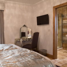 Mulberry House bedroom with en suite